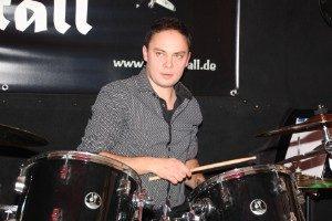 Deep Stall Schlagzeug, Cajon und Trompete